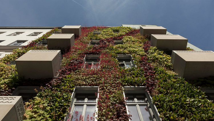 architecture urban residential building with a vertical garden berlin kreuzberg deutschland. Black Bedroom Furniture Sets. Home Design Ideas